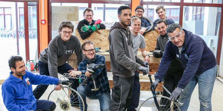 Ein Fahrrad wird zusammen gebaut (Bild: FSW)