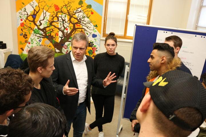 Beim Seminar mit ExpertInnen von Obdach Wien lernten die Lehrlinge von Elektro Stöckl viel über Obdach- und Wohnungslosigkeit und hinterfragten das ein oder andere Vorurteil. (Bild: FSW)