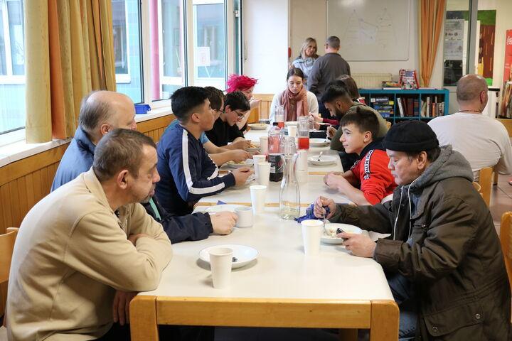 Beim gemeinsamem Essen waren die Strapazen wieder vergessen. (Bild: FSW)
