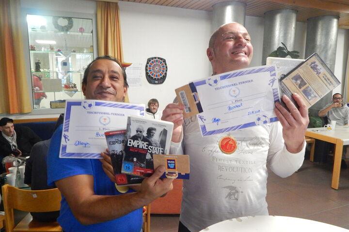 Für die Sieger der Sportturniere gab es Urkunden. (Bild: FSW)