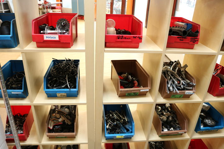 Die Ersatzteillager sind gut gefüllt. (Bild: FSW)