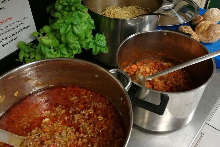 Spaghetti mit zweierlei Saucen für alle (Bild: FSW)
