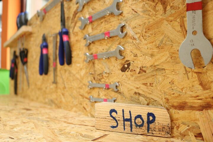 Auf in die Selbsthilfewerkstatt oder den Shop! (Bild: FSW)