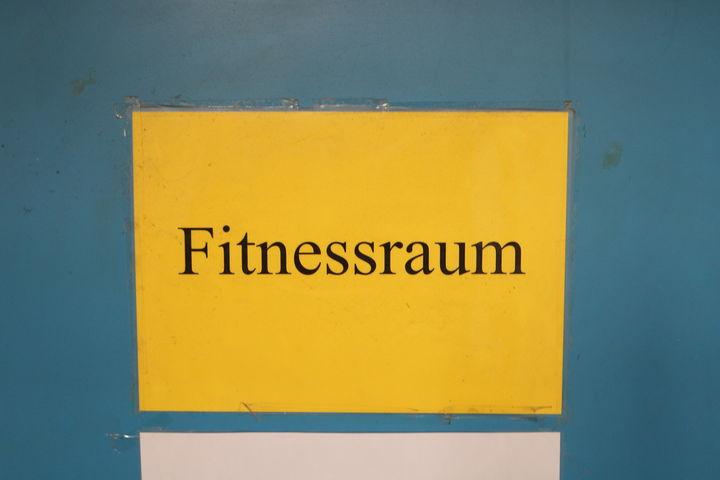 Die Eingangstüre zum Fitnessraum (Bild: FSW)