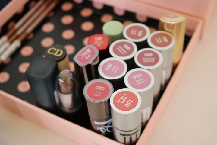 Lippenstifte zum Mitnehmen in allen Farben. (Bild: FSW)
