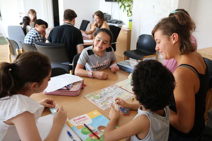 In Kleingruppen wurde an verschiedenen Stationen gelernt (Bild: FSW)