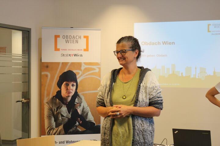 Monika Winterberger-Montorio gab einen Einblick in die Arbeit von Obdach Wien. (Bild: FSW)
