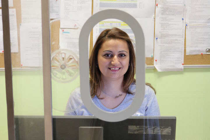 Gleich beim Eingang begrüßt Betreuerin Tanja mit einem Lächeln. (Bild: FSW)