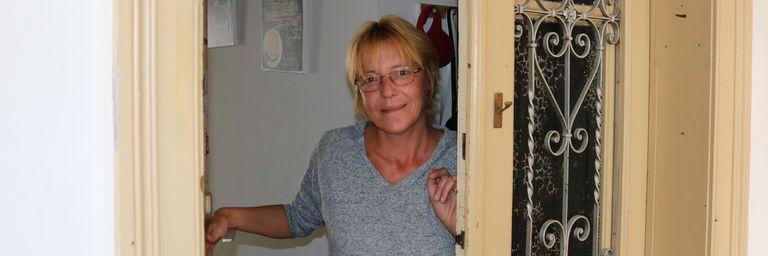 Frau Brigitte H. hat zusammen mit ihrer Familie im Obdach Felberstraße ein vorübergehendes Zuhause gefunden. (Bild: FSW)