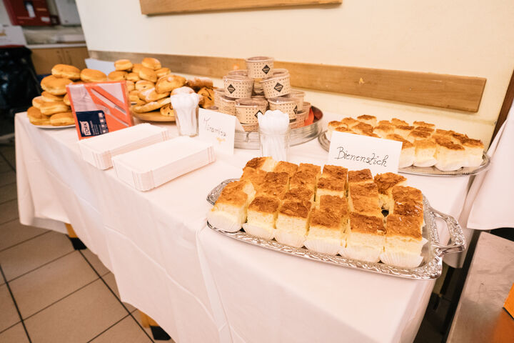 Das Buffet war dank der Spenden ein voller Erfolg. (Bild: Thomas Meyer Photography)