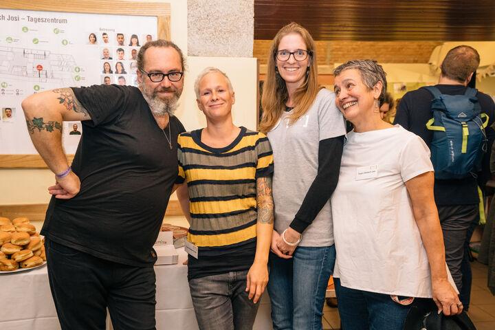 Walter Pucher, Vera Howanietz, Claudia (eine Freiwillige) und Nora Kobermann vom Team Josi. (Bild: Thomas Meyer Photography)