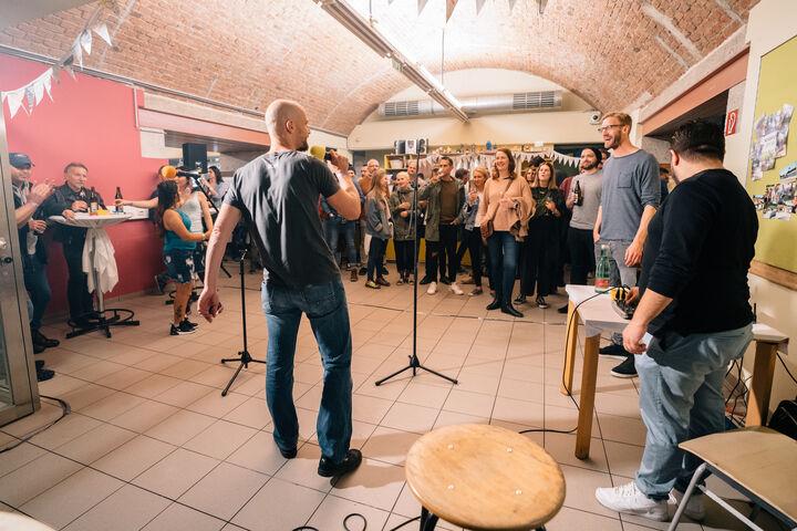 Wiener Hip Hop vom Feinsten von der Familienbande brachte Stimmung. (Bild: Thomas Meyer Photography)