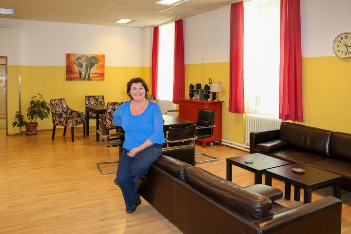 Karin Graf im Lieblingsraum aller, dem Wohnzimmer. (Bild: FSW)