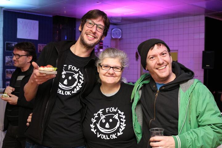 Die neuen T-Shirts wurden stolz präsentiert. (Bild: FSW)