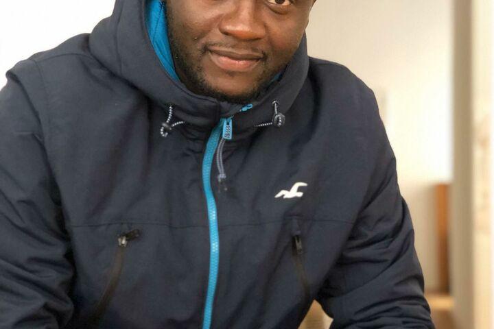 Souleymane ist gerne freiwillig aktiv bei Obdach Wien.