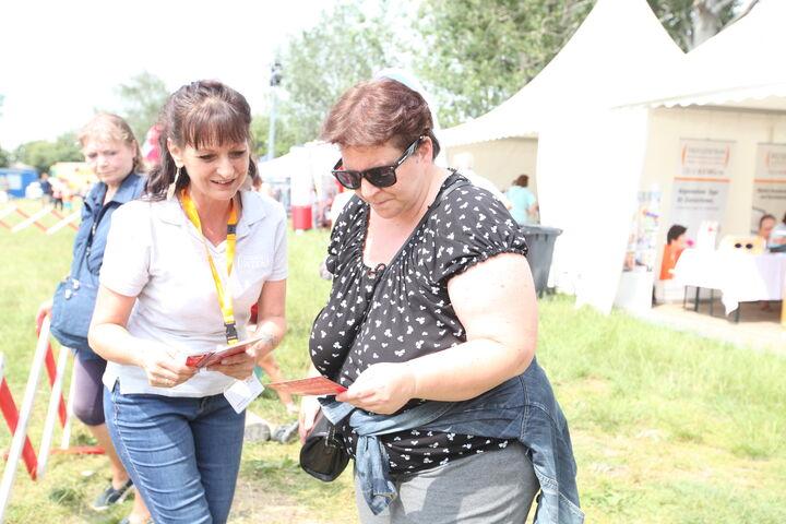 Judith Korvas informiert gerne alle, die sich für ein freiwilliges Engagement bei Obdach Wien interessieren. (Bild: FSW)