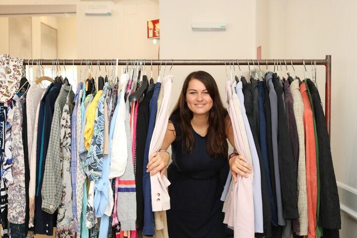 Sanita engagiert sich bei Obdach Wien besonders gern bei den Obdach Wien Wohlfühltagen und hat unter anderem die Boutique-Ecke betreut. (Bild: FSW)