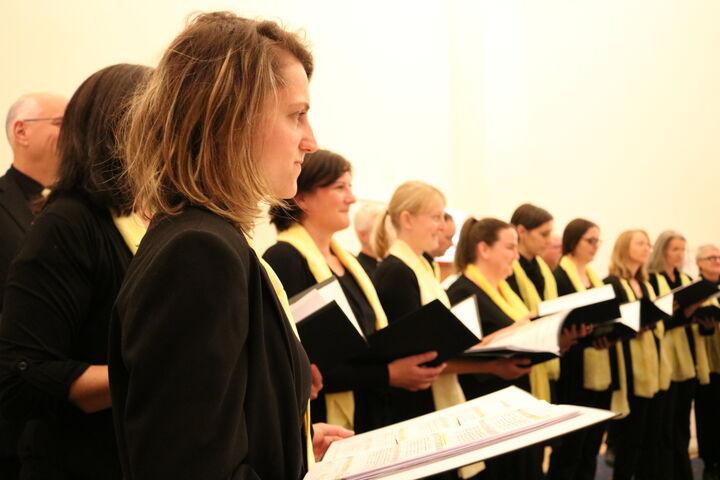 Einblicke in das Chordasein zwischen den Liedern. (Bild: FSW)