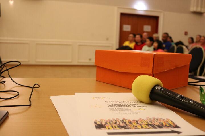 Die Zuschauer warten gespannt auf die ersten Töne. (Bild: FSW)