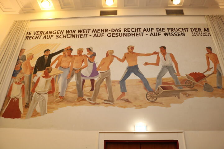 Das denkmalgeschützte Gemälde im prachtvollen Ballsaal. (Bild: FSW)