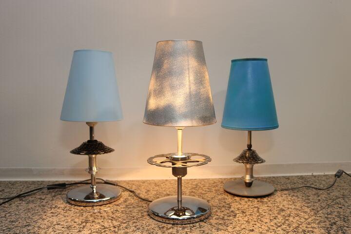 Alle blau, jede ein Einzelstück: Die Upcycling-Lampen. (Bild: FSW)