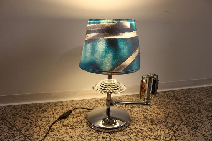 Jede Lampe hat ein spezielles Extra. Hier ist es ein Pedal und ein Radkranz. (Bild: FSW)
