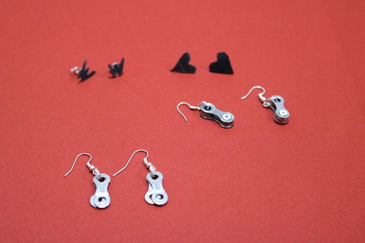 Ohrringe aus Schläuchen und Metallteilen. (Bild: FSW)