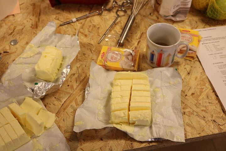 Die Butter ist gewürfelt, zimmerwarm und bereit zum Verarbeiten. (Bild: FSW)