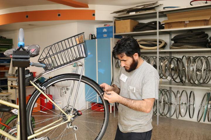 Der Ständer erleichtert die Arbeit am Rad und steht allen SchrauberInnen zur Verfügung. (Bild: FSW)