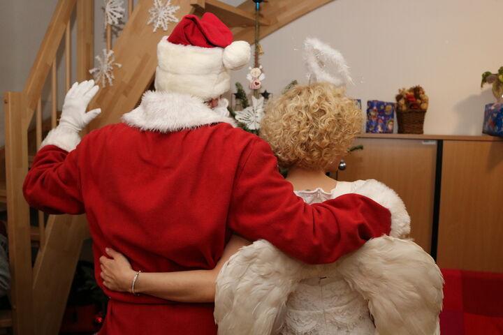 Einigkeit vorm Weihnachtsbaum! (Bild: FSW)