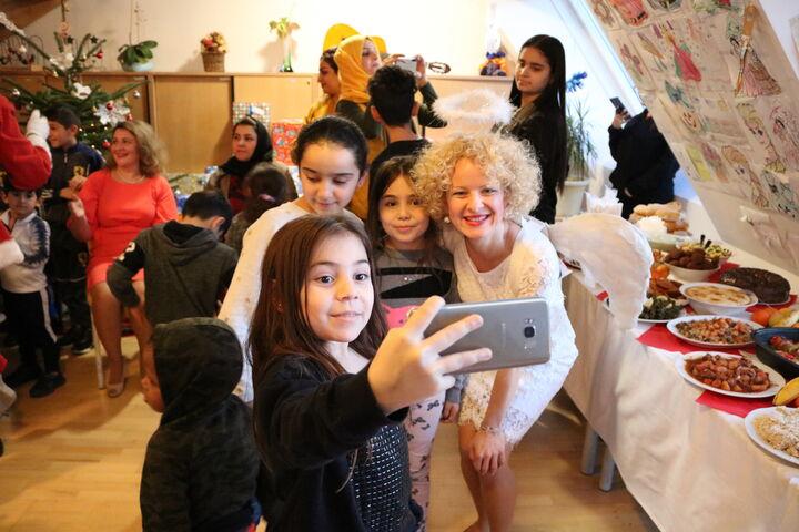 Ein Selfie mit dem Christkind muss sein! (Bild: FSW)