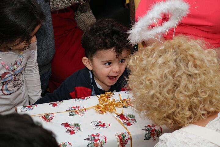 Ungläubige unbändige Freude steht dem jungen Bub ins Gesicht geschrieben. (Bild: FSW)
