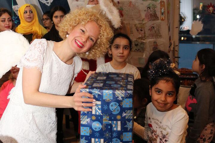 Das Geschenk war größer als seine neue Besitzerin. (Bild: FSW)