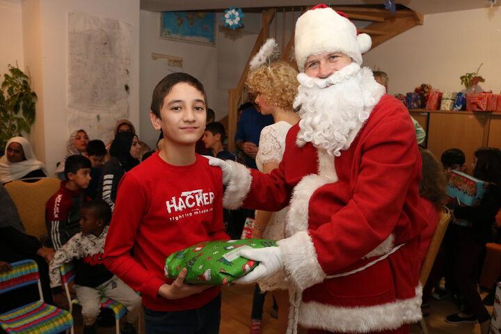 Der Weihnachtsmann bei der Arbeit. (Bild: FSW)