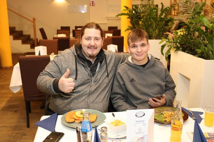 Helmut P. und Manuel N. waren begeistert vom Festschmaus. (Bild: FSW)