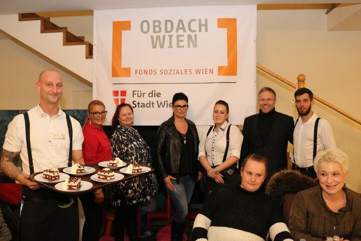 Familie Brandauer richtet regelmäßig Festessen für obdach- und wohnungslose Menschen aus. (Bild: FSW)