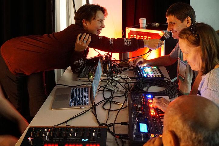 Der Spaß bei den Aufnahmen des Sounds war groß. (Bild: TQW)