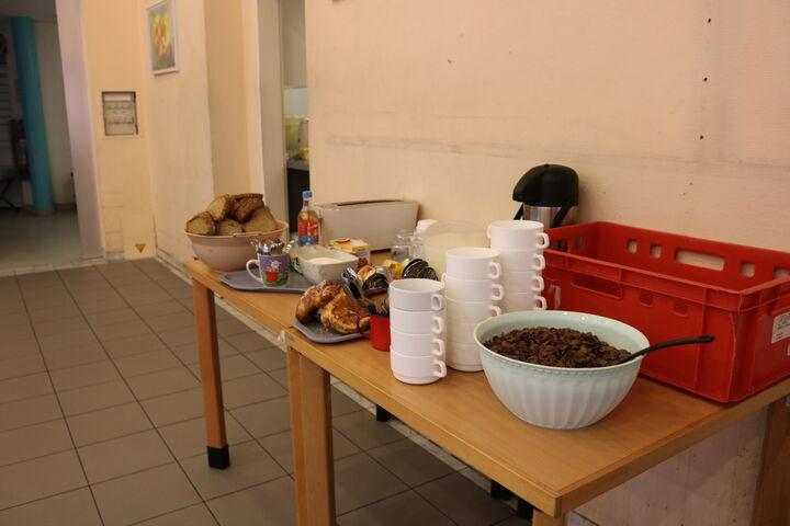 Das Frühstück steht für die BesucherInnen bereit. (Bild: FSW)