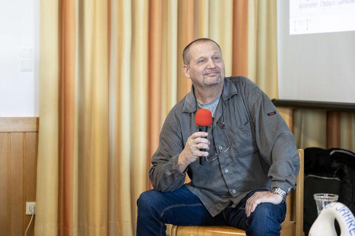 Betreuer Gustl Korbl erzählte von 30 Jahren im Obdach Gänsbachergasse. (Bild: FSW)
