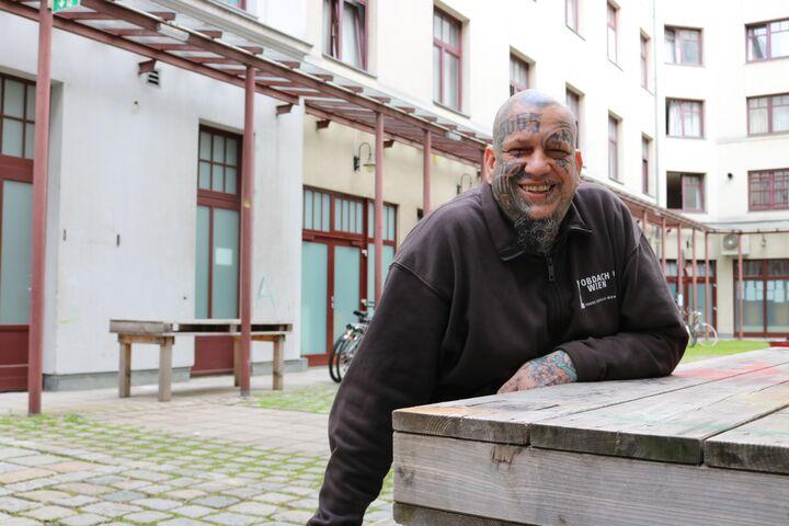 Alexander Sabransky ist Betreuer im Chancenhaus für Familien Obdach Favorita (Bild: FSW)