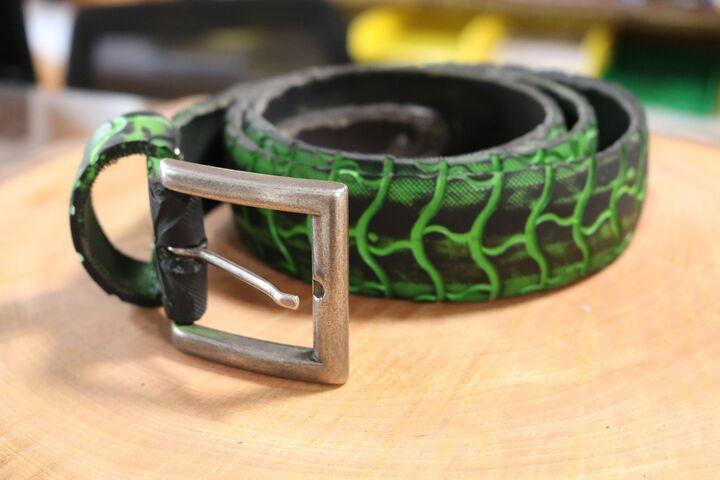 Vom Reifen zum stylishen Gürtel, sowas gibt es nur in der Bike Kitchen Favorita. (Bild: FSW)