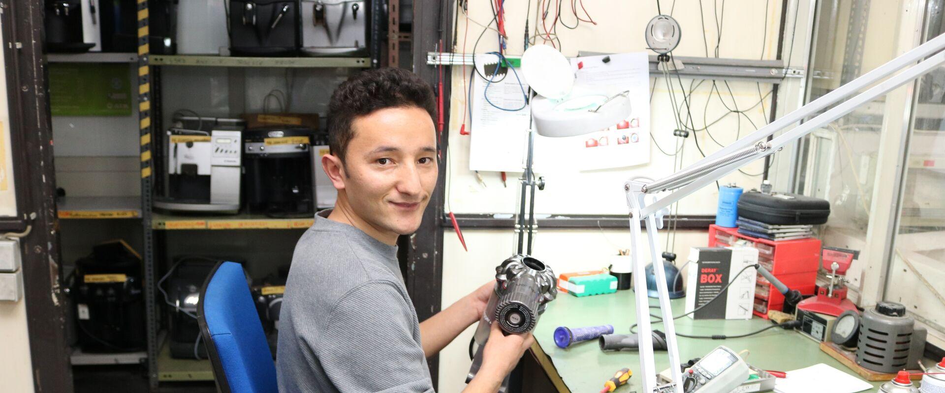 Mortesa liebt es Räder oder Elektrogeräte reparieren.