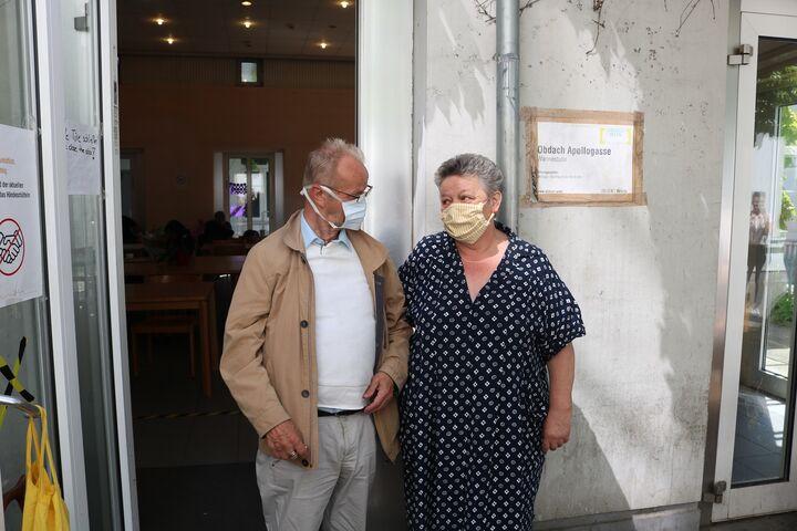 Hendrikus und Brigitte freuen sich darüber, einander im Obdach Apollogasse treffen und ihre Freundschaft pflegen zu können. (Bild: FSW)