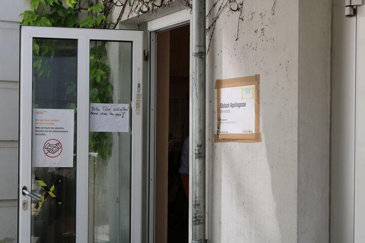 Die Türe zum Obdach Apollogasse bleibt bis 4.August offen. (Bild: FSW)