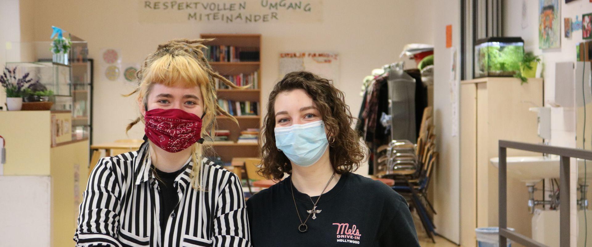 Lea und Alma im Obdach Ester.