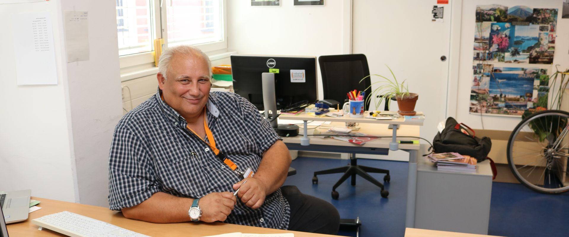 Franz H. in seinem Büro.