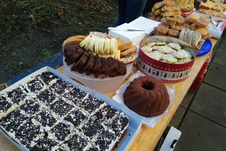 Mit Liebe selbstgebackene Kuchen und Kekse gibt es immer. (Bild: FSW)