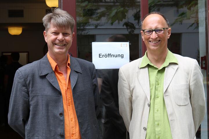 Bereichsleiter René Zehner und Bereichsleiter Heimo Rampetsreiter begrüßen die zahlreichen Gäste. (Bild: FSW)