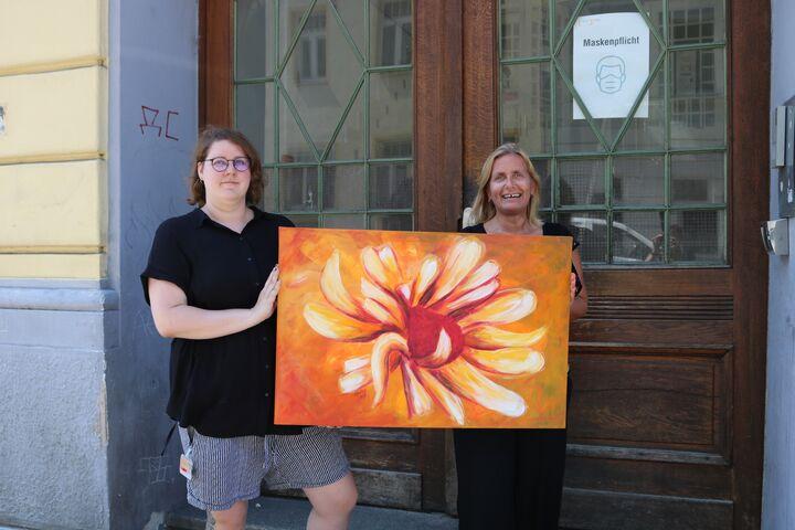Die Freude über die Gemäldespende ist groß. (Bild: FSW)