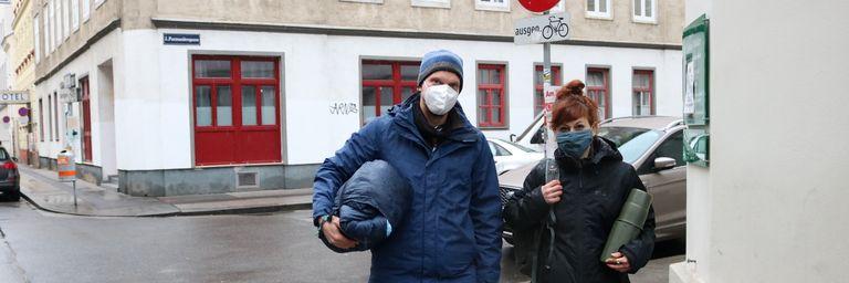 Straßensozialarbeiter Bernhard zusammen im Dienst mit Kollegin Carmen. (Bild: FSW)